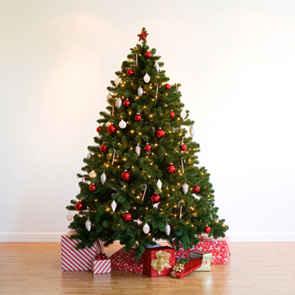 Arbolito con muchos regalos de navidad