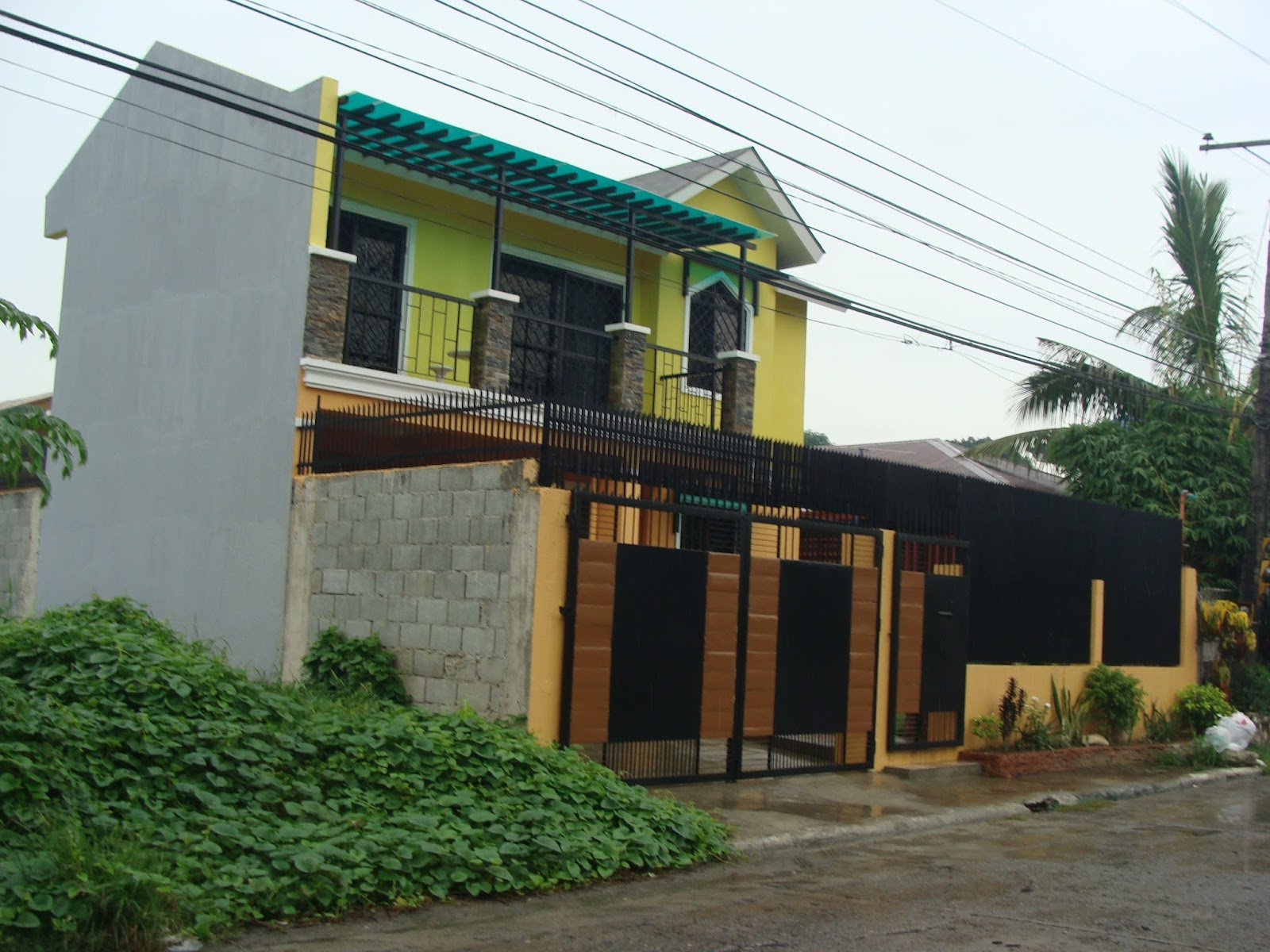 Alta tierra village house construction project in jaro for Townhouse exterior design philippines