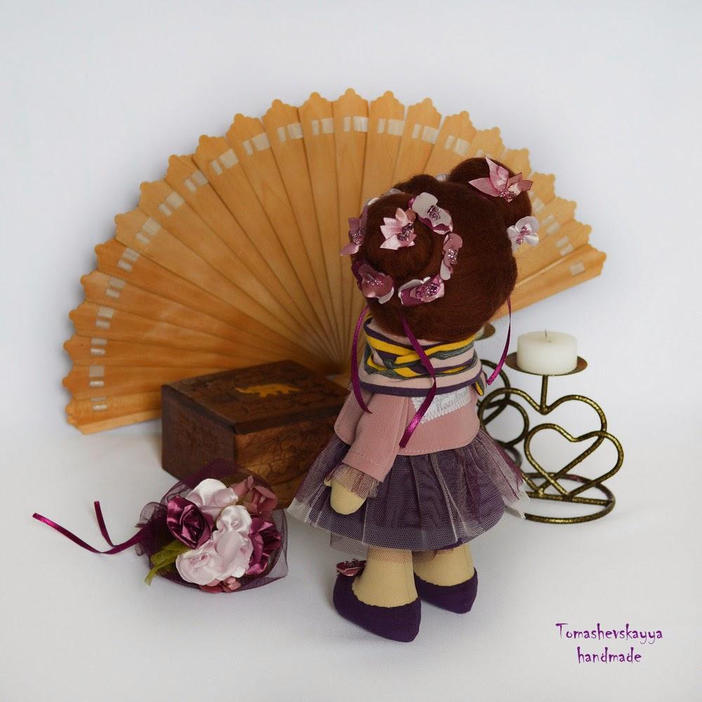 Красивая картинка. Кукла фея с цветами