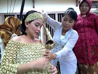 Adat Ngariksa nu Kakandungan Ritual Masa Kehamilan di Sunda