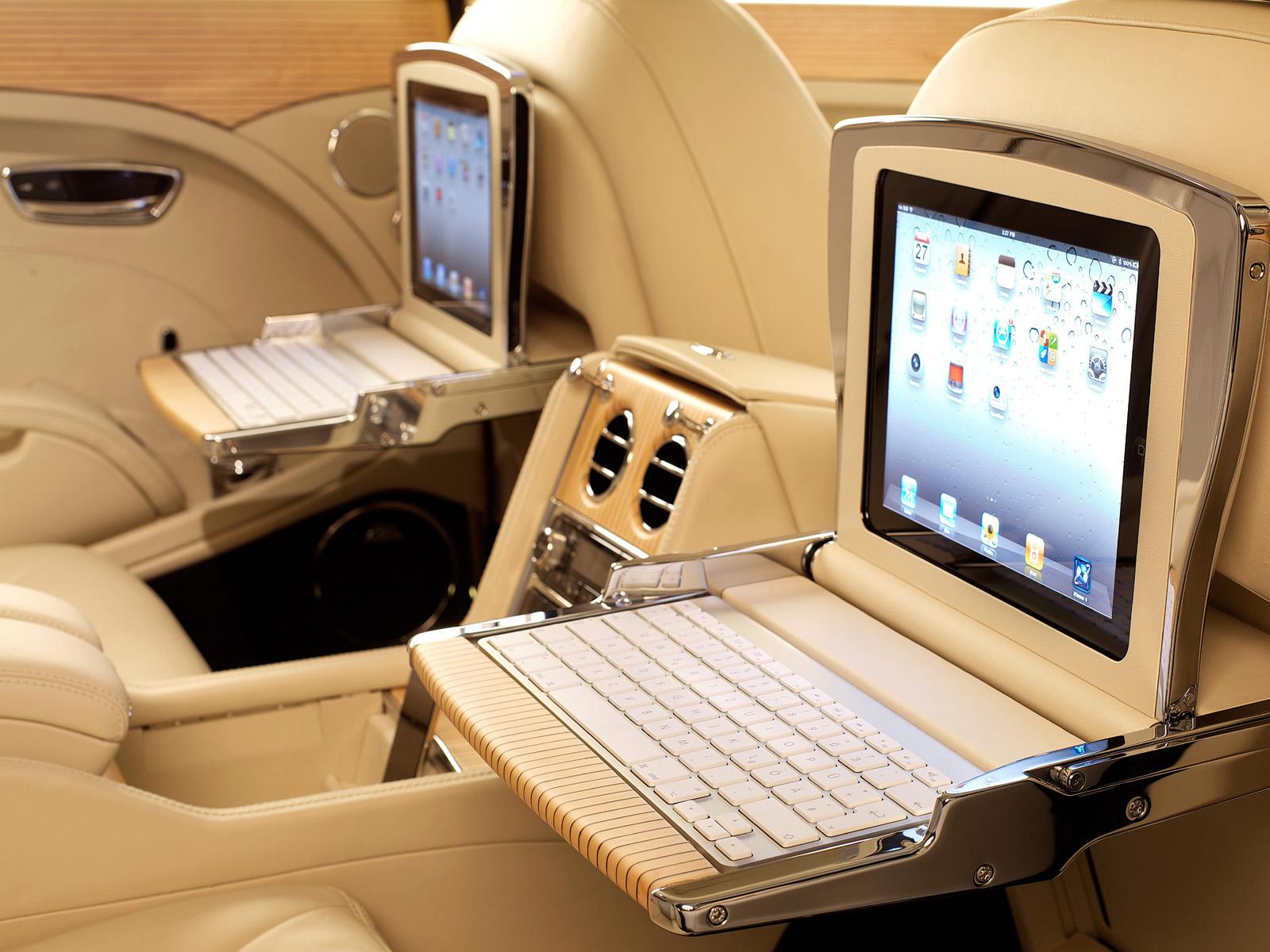 http://4.bp.blogspot.com/-dNJvE6FBVbo/UDTwYJK-_EI/AAAAAAAACFc/_ebcKHN_ANU/s1600/Bentleymulsanne+luxuary+car+Interior+biege+leather+rear+seat+infotainment+ipod+LCD+4.jpg