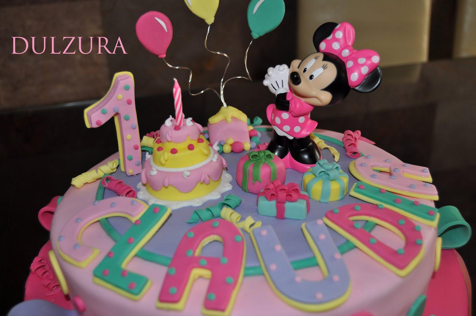 Minnie contempla entusiasmada la fiesta de cumpleaños sorpresa que le ...