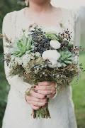 Este ramo de estilo invernal. Esta coronita de flores minúsculas pero muy .