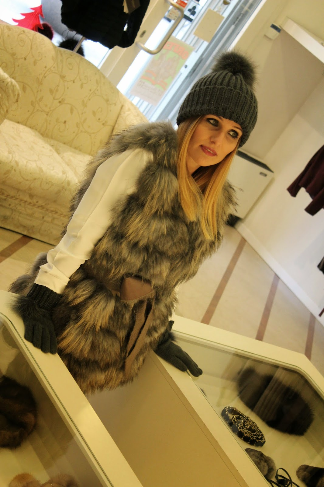 Eniwhere Fashion - Naoni Pellicce - Gilet in volpe con cuffia e guanti