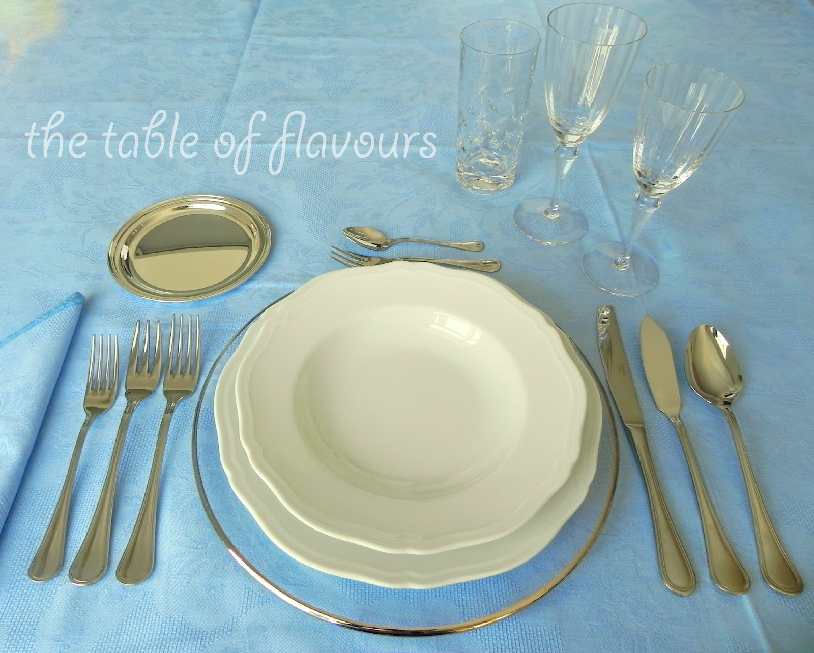 The table of flavours 5 basic rules for the formal table for Simple table setting