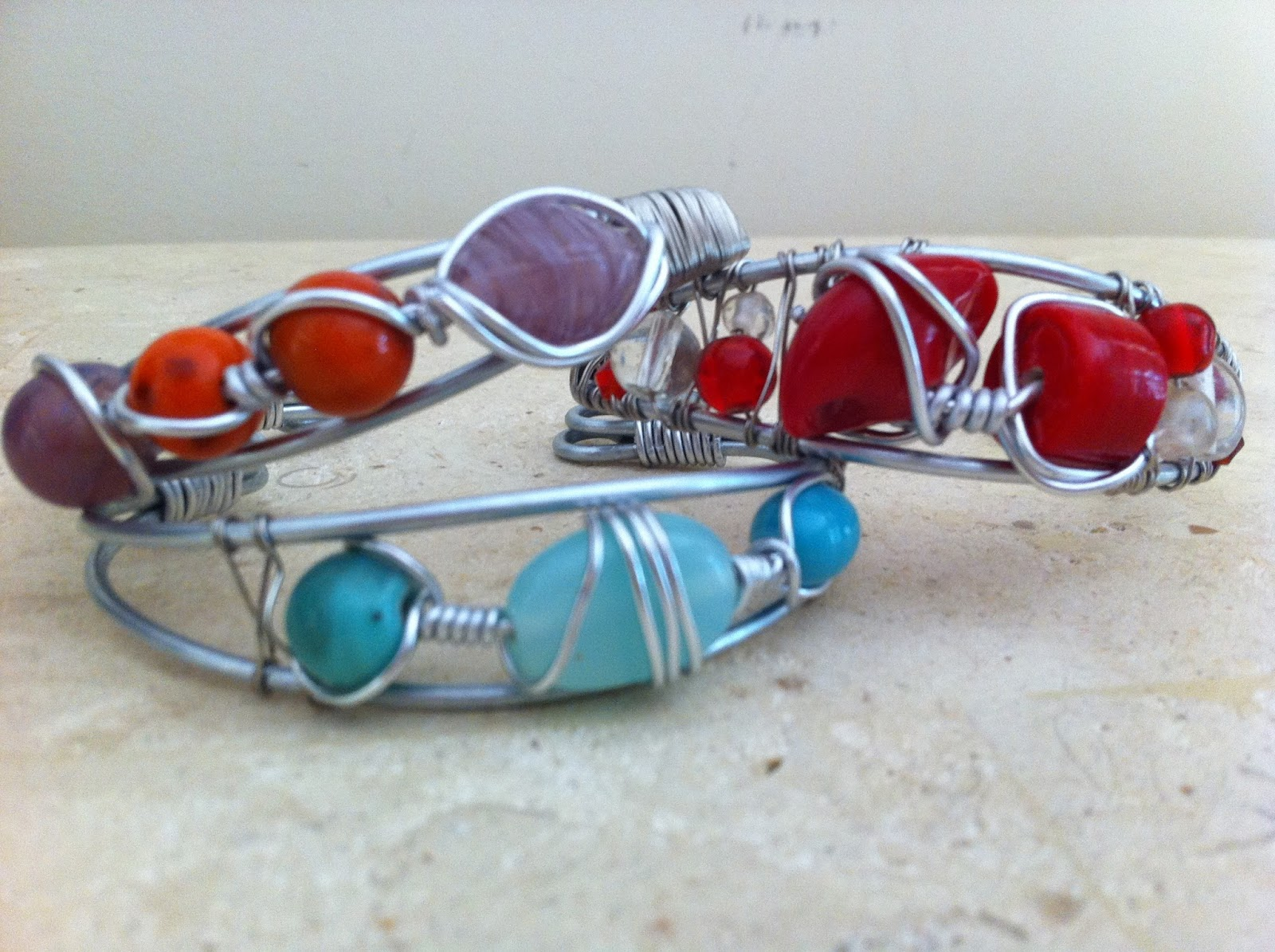 AptToCraft: A new twist (or wrap) to the wire cuff bracelets