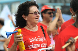 Professores do DF encerram a greve que durou 52 dias