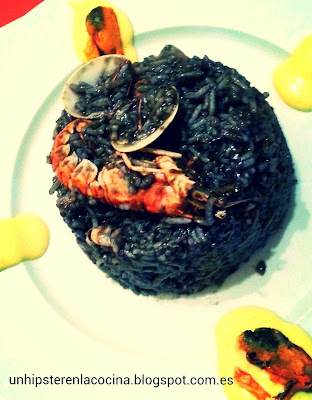 Arroz negro con mayonesa de verduras al curry