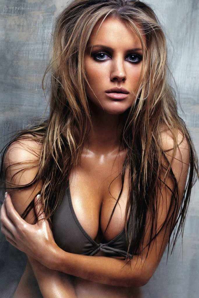 Tiffany Mulheron  nackt