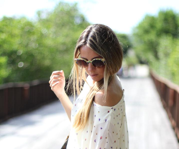 Outfit con vestidito de gasa, estampado floral. Ombre hair. Bloguera de moda en México.
