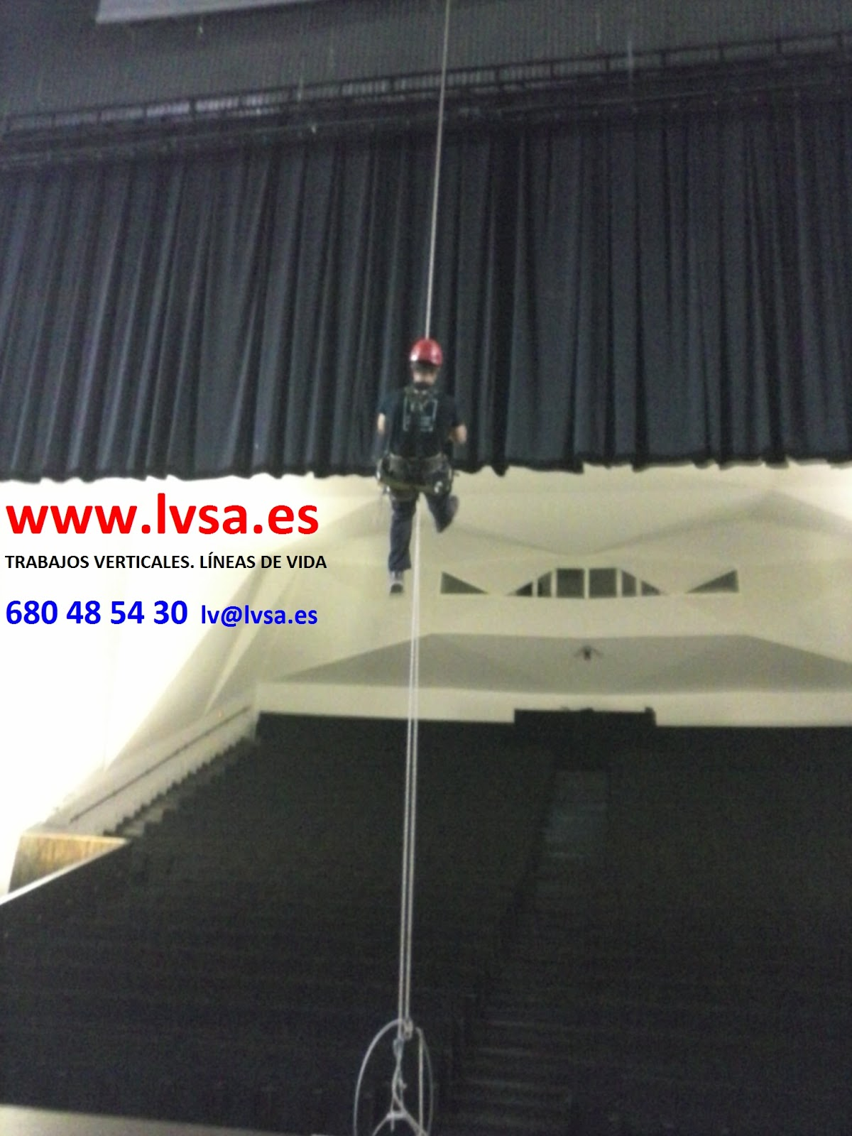 Instalaci n de l neas de vida en el teatro de torrevieja - Trabajos verticales en alicante ...