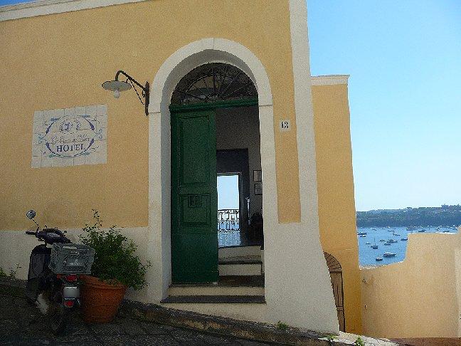 Porte chiuse a volte aperte procida la porta de la casa - La porta del sole ...