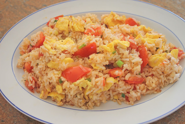 The Grub Files: Cooking with Camissonia: Tomato Fried Rice