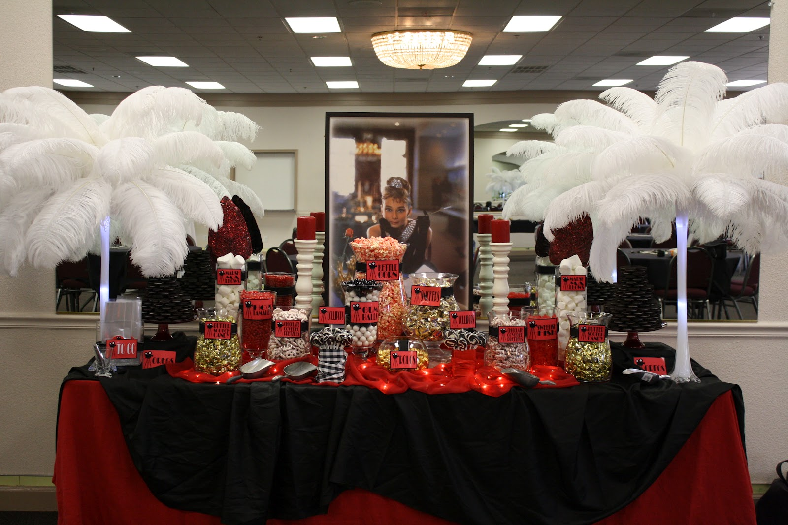 Sugarpalooza vintage hollywood candy buffet for Hollywood party dekoration