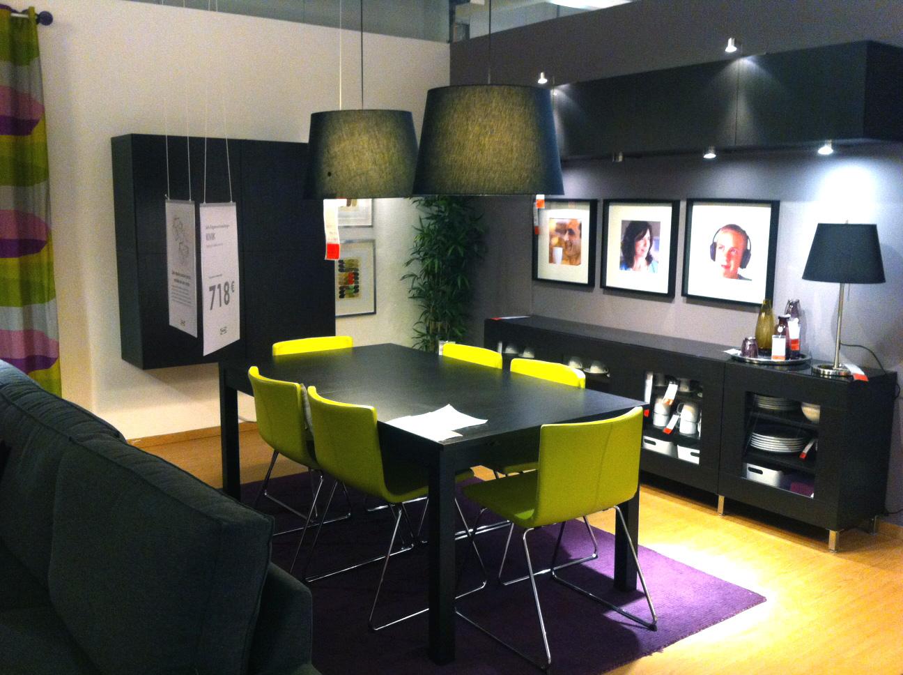 Salas De Estar De Ikea ~  Ikea Sala Decorada com Móveis Escuros e Apontamentos de Verde e