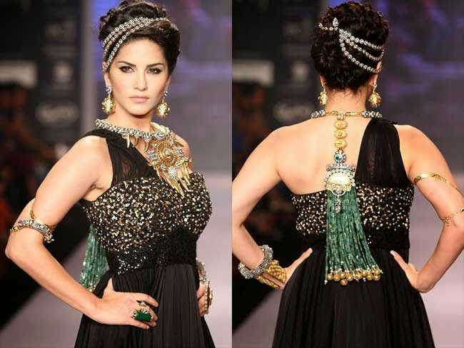 Sunny Leone at India International Jewellery Week (IIJW)-2014