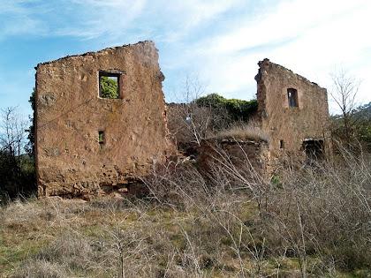 La masia mig enrunada de Cal Ratera