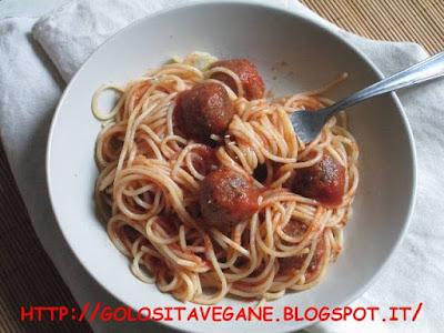 polpette, azuki, azuki rossi, salsa, salsa pomodoro, spaghetti, salvia, rosmarino, alloro, aglio, Primi, ricette vegan, grana vegan, lievito alimentare in scaglie,
