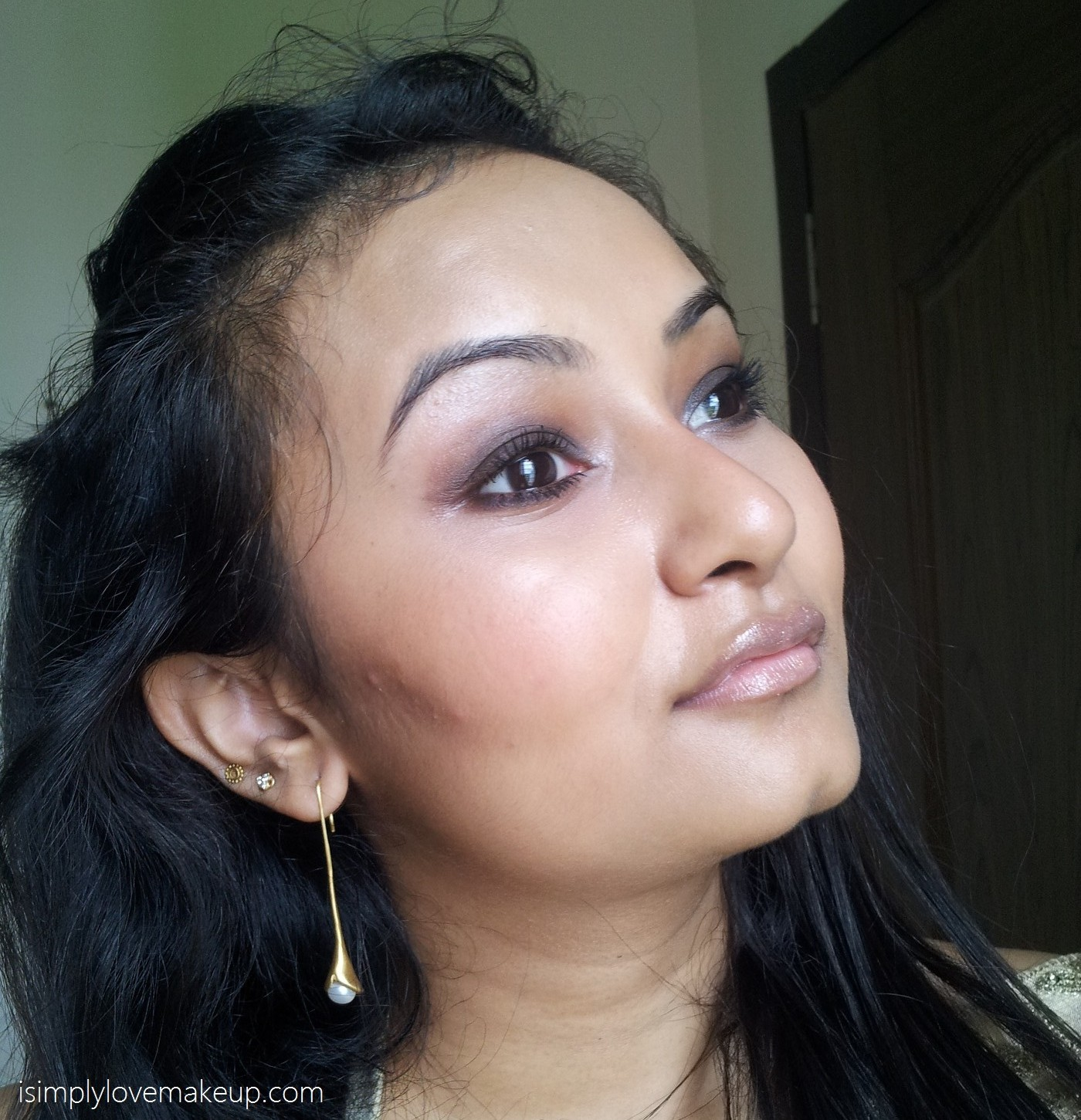 Lakme Absolute Plump and Shine 3D Gloss in Peach Shine - Review