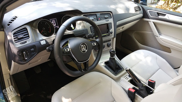 2015 Volkswagen Golf SportWagen TDI SE interior