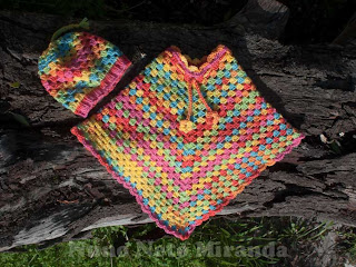 "alt=""crochet poncho, granny squares, Ice Yarns Baby Wool Print, poncho de criança em crochet, quadradinhos da avó, Sweet Little Granny Hat, gorro em crochet"""