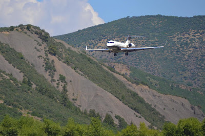 Bombardier BD-700 Landing In Aspen
