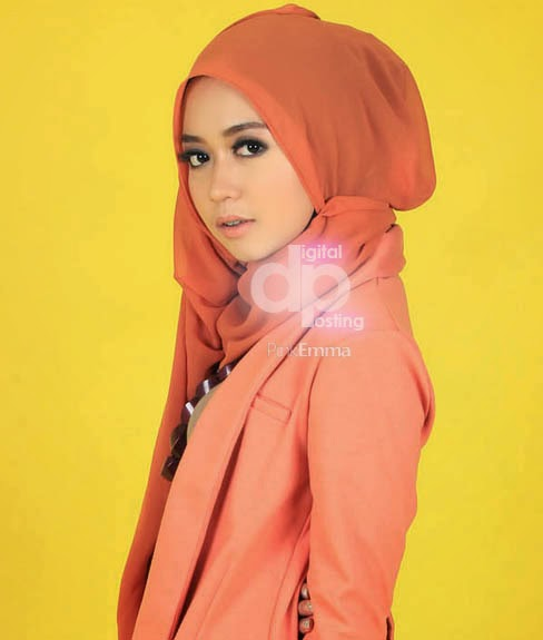 Trend 3. Model Hijab Modern Cantik Ala Dini Djoemiko image