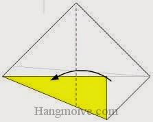 Bước 4: Gấp góc tờ giấy theo chiều từ phải sang trái.