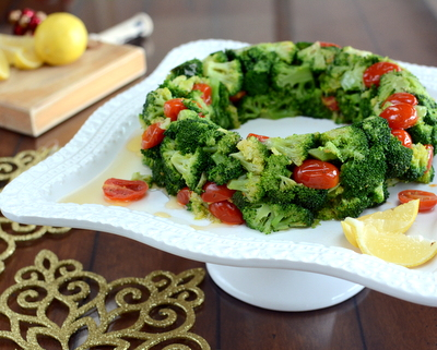 Broccoli & Tomato Holiday Wreath ♥ AVeggieVenture.com, topped with a lemon butter sauce. Dramatic to serve! Tastes great! Easier than it looks! Low Carb!