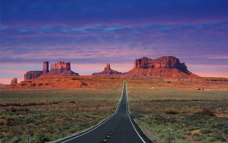 Tsé Bii' Ndzisgaii (Navajo: Valley of the Rocks) Monument Valley