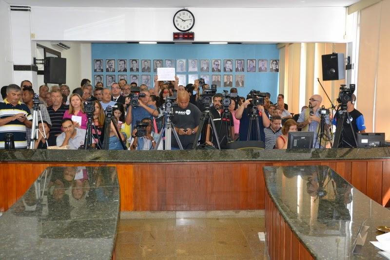 População lota Câmara Municipal de Teresópolis para acompanhar votações importantes