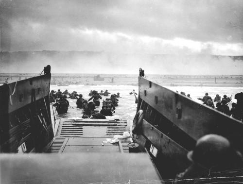 Soldados prestes a desembarcar na Normandia, na 2ª Guerra Mundial, dia D