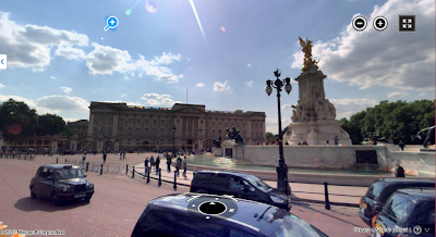 Buckingham Palace - Streetside view