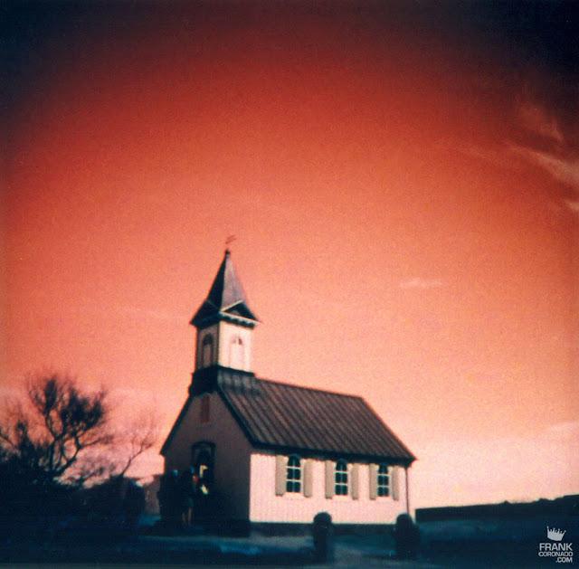 iglesia en islandia con pelicula analoga
