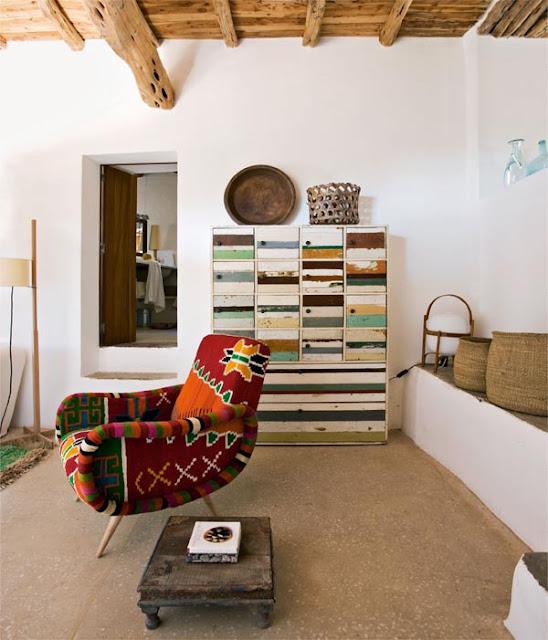 Kelim-Sessel von Philippe Xerri und Schubladenkommode von Piet Hein Eek
