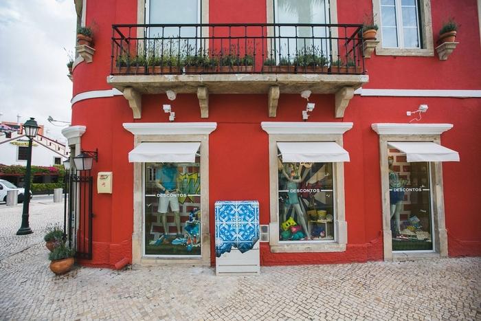 01-Diogo-Machado-Add-Fuel-Street-Art-with-Ceramic-Tiles-Illustrations-www-designstack-co