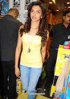 Childhood Pictures Of Deepika Padukone ~ jiah khan unseen ...