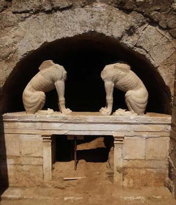 Κόντρες για την ηλικία του τάφου της Αμφίπολης