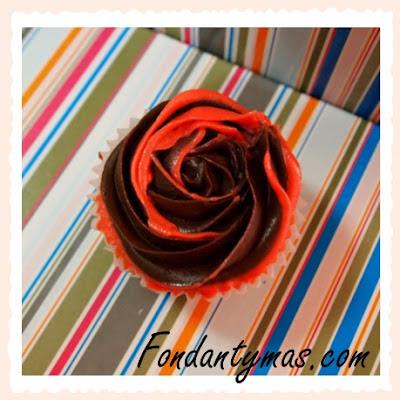 cupcake de chocolate y fresa I.Fondantymas.com