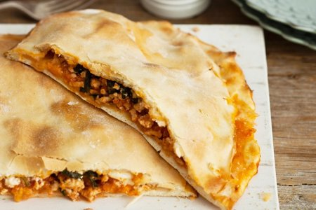 Chicken, spinach and feta pide picture