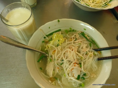 Dalat city - breakfast with hủ tiếu Noodle with seasoned and saute' beef