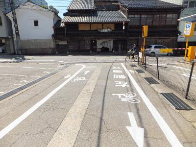 Cycling routes to tourist sites well marked around Kanazawa