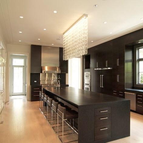 Isla grande de cocina en color negro con cristales for Islas de cocinas modernas con desayunador