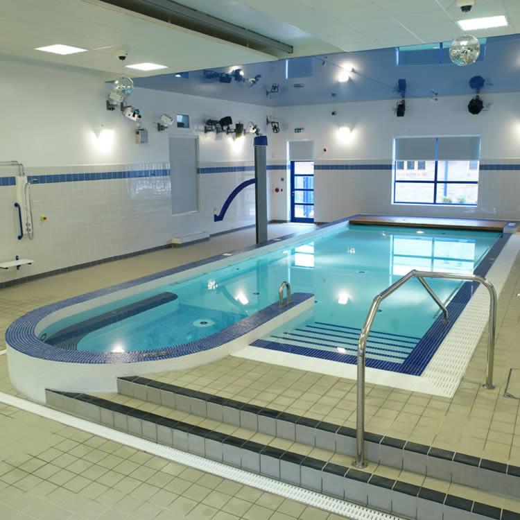 desain kolam renang pribadi minimalis indoor freewaremini