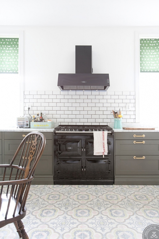 Contemporary kitchens with cement tiles my paradissi for Cement tiles for kitchen