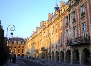 Tempat Wisata Di Paris - Place des Vosges