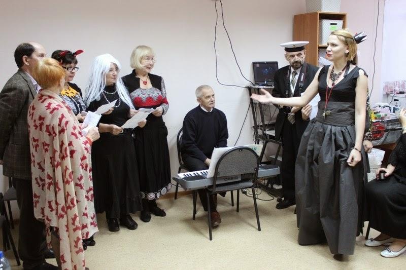Обыгрывая легенду о своем трансатлантическом путешествии, группа Silver I+ Школы Инесс Бугуан подготовила собственное выступление – английский перевод известной «Песенки о капитане».