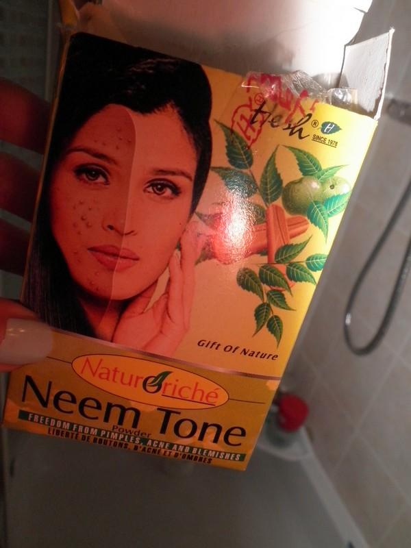 Bollywood s 39 invite dans ma salle de bain - Peinture qui masque les imperfections ...