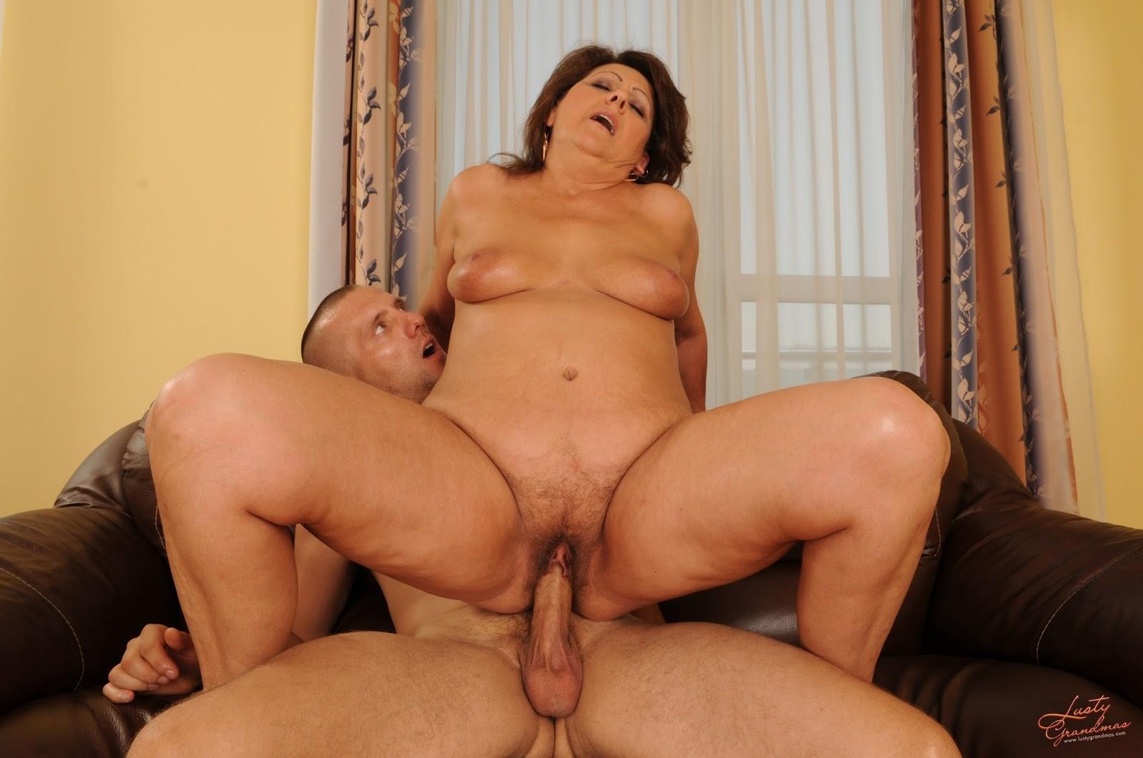 Секс парня и зрелой женщины, Зрелые женщины с молодыми парнями порно 2 фотография