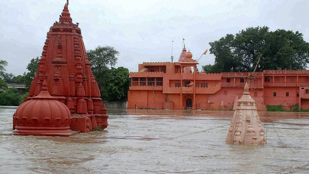 ujjain-mahakal-mandir-2015-90 साल बाद जलमग्न हुए उज्जैन के बाबा महाकाल भस्म आरती
